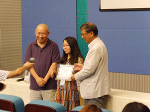 Dr. Gao, Director of Nanjing University MARC and Dr. Obata, Director of RIKEN BRC awarding certificate to a participant