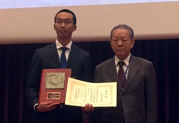 Dr. Tairo Oshima (Kyowa-kako Co. Ltd., Japan) (right), President of the Japanese Society for Extremophiles, honored Dr. Shingo Kato (left) with the Research Encouragement Award.