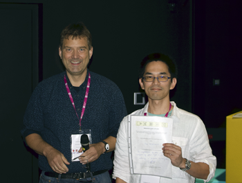 The President of Intenational Society of Endocytobiology, Prof. Peter G Kroth (Universität Konstanz, Germany) (left), honored Dr. Nishimura (right) with the Presentation AWARD.